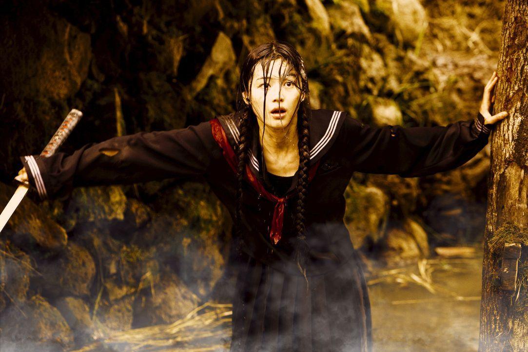 Verkleidet als Schulmädchen soll die 400 Jahre alte Halbvampirin Saya (Gianna Jun) die Quelle einer dämonischen Plage an einer US-Militärbasis in...