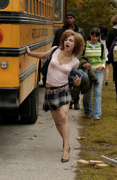 Im Körper von Streberin Nell (Samaire Armstrong) gefangen, tut Sportass Woody alles, um ihren Ruf zu ruinieren. - Bildquelle: Sony Pictures Television International