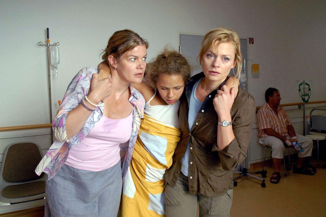 Alles deutet auf eine Vergiftung hin: Sabine (Birgit Schade, l.) und Martina (Susanna Simon, r.) bringen Franziska (Malina Schreiber, M.) und ihren... - Bildquelle: Stephanie Kulbach Sat.1