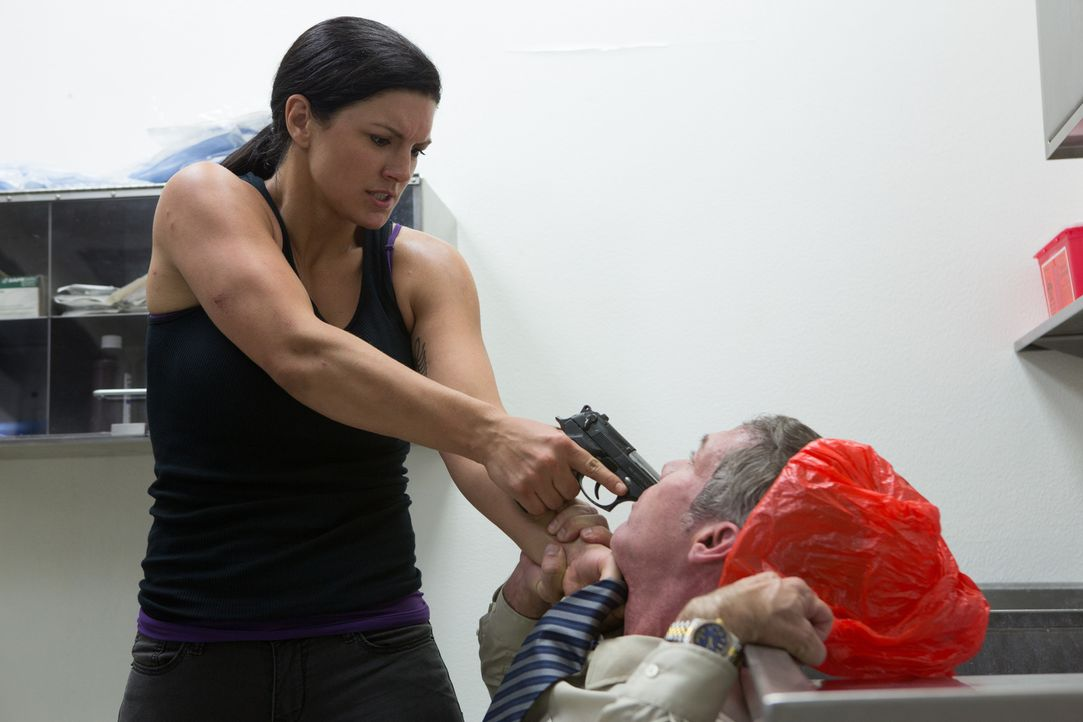 Die Zeit arbeitet gegen sie und Eva (Gina Carano, l.) bleibt nur noch der knallharte und rücksichtslose Kampf, um Derek rechtzeitig zu finden? - Bildquelle: Francisco Roman ITB Productions, Inc.