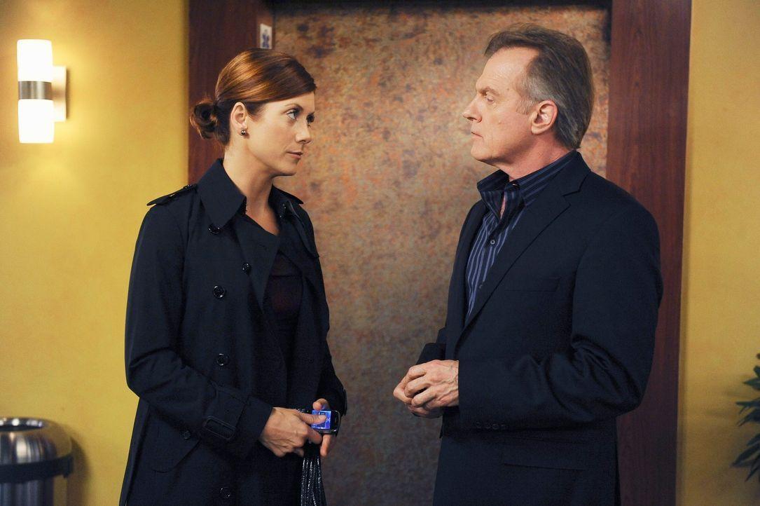 Das Verhältnis von Addison (Kate Walsh, l.) zu ihrem Vater, dem Captain (Stephen Collins, r.), verbessert sich dank des Engagements, das der Captain... - Bildquelle: ABC Studios