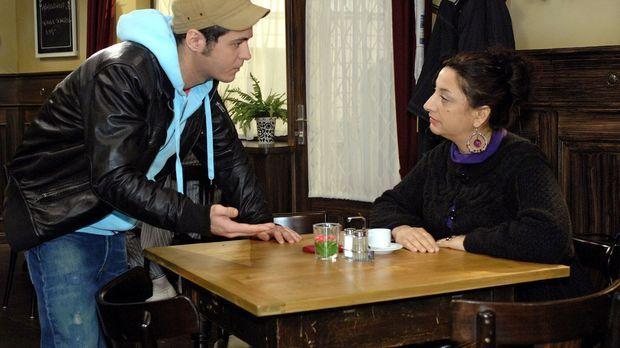 Maik (Sebastian König, l.) bekommt Ärger mit Consuela (Lucia Stefanel, r.), d...