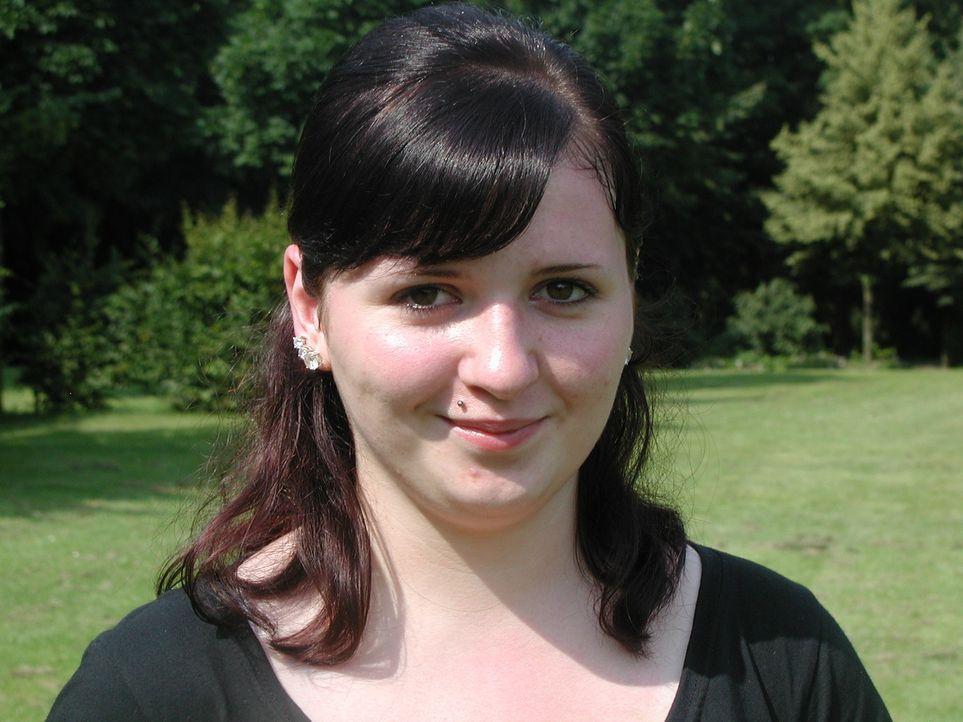 Julia Ohlhäuser muss beweisen, dass sie nicht nur mit Begriffen wie Cut, Colour und Curls umgehen können, sondern auch mit Kunden … - Bildquelle: ProSieben