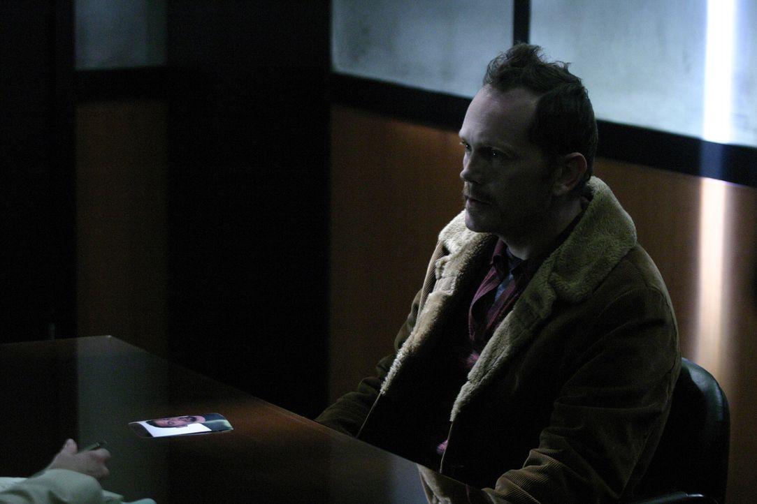 Was hat Mark Ryan (Pat Healy) mit dem Verschwinden von Rosie Diaz zu tun? Weiß er doch mehr, als er zugibt? - Bildquelle: Warner Bros. Entertainment Inc.