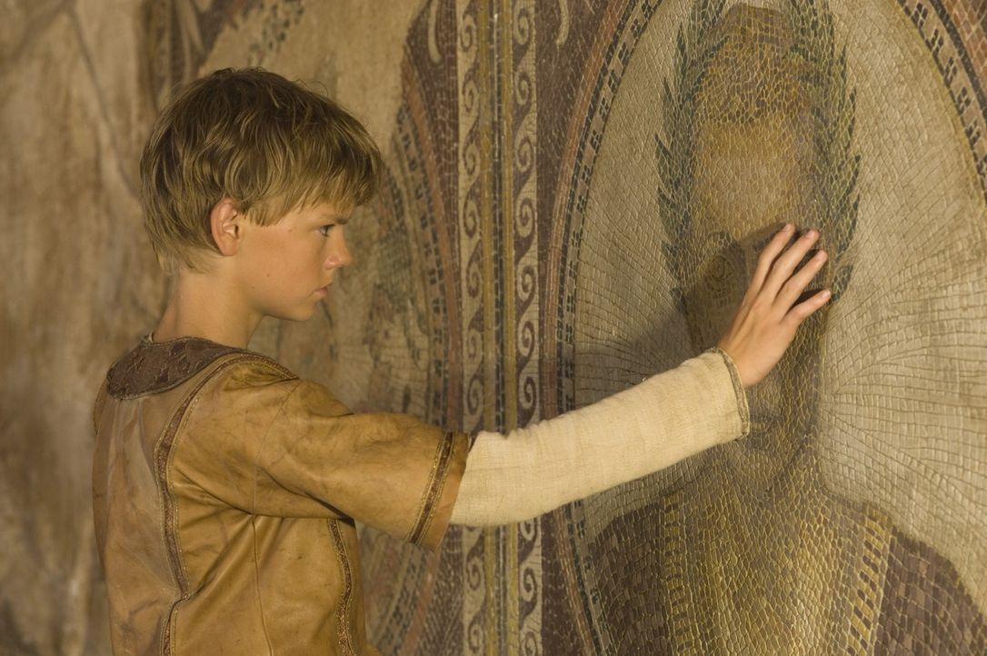 Als Romulus (Thomas Sangster) das berüchtigte Schwert von Julius Cäsar entdeckt, kommt er auch einer alten Prophezeiung auf die Spur ... - Bildquelle: TOBIS Filmkunst GmbH & Co. Verleih KG