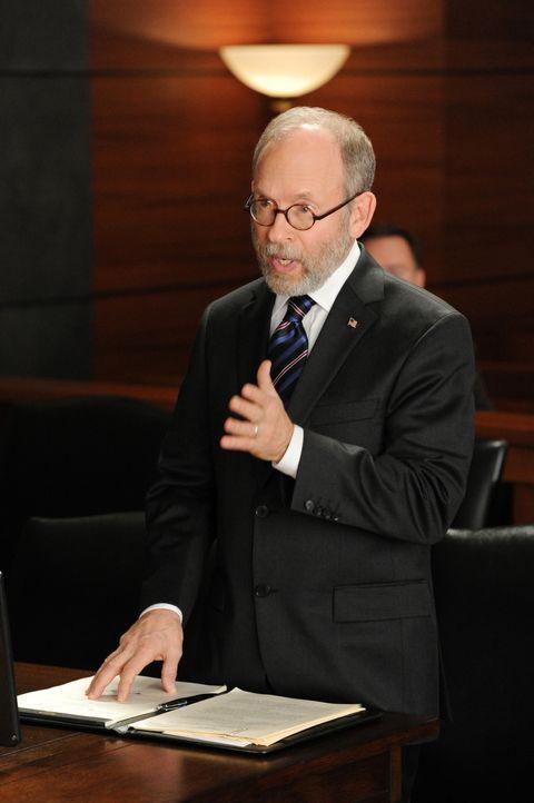 Ein besonders wichtiger Fall läuft für den Finanzanwalt Gordon Higgs (Bob Balaban) nicht wie geplant ... - Bildquelle: 2011 CBS Broadcasting Inc. All Rights Reserved.