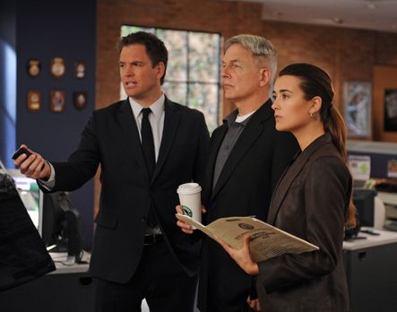 Navy CIS - Ein neuer Mordfall wartet auf Tony (Michael Weatherly, l.), Gibbs...
