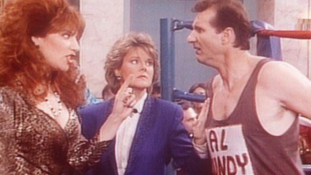 Peggy (Katey Sagal, l.) und Marcy (Amanda Bearse, M.) drängen Al (Ed O'Neill,...