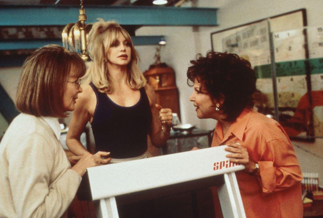Die Freundinnen Brenda (Bette Midler, r.), Elise (Goldie Hawn, M.) und Annie (Diane Keaton, l.) teilen das gleiche Schicksal. Sie sind von ihren Mä... - Bildquelle: Paramount Pictures
