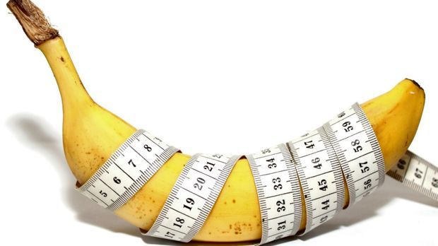Maßband um eine Banane gewickelt
