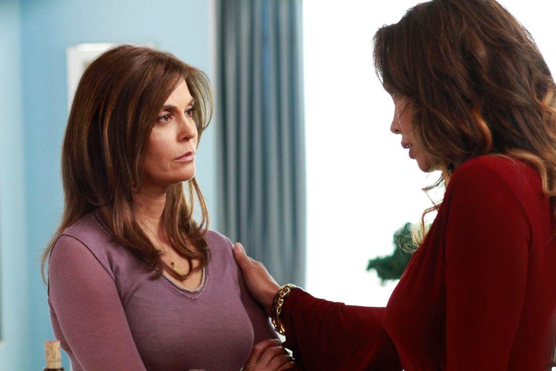Ahnen nicht, was der Tag noch mit sich bringt: Susan (Teri Hatcher, l.) und Renee (Vanessa Williams, r.) ... - Bildquelle: Touchstone Pictures