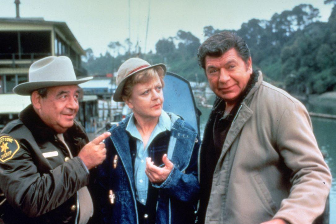 Mord oder doch ein Unglücksfall? Jessica (Angela Lansbury, M.), Ethan (Claude Akins, r.) und Sheriff Amos Tupper (Tom Bosley, l.) gehen der Sache au... - Bildquelle: Universal Pictures