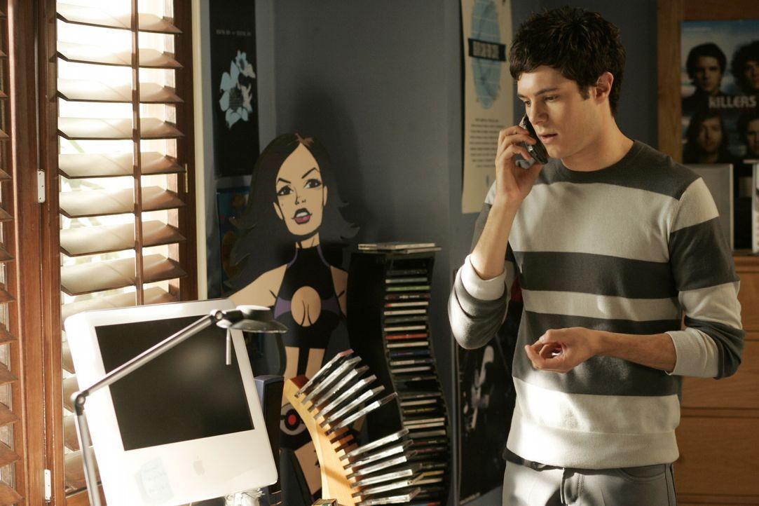 Seth (Adam Brody) schafft es aus Mitleid nicht, Taylor abzuweisen ... - Bildquelle: Warner Bros. Television