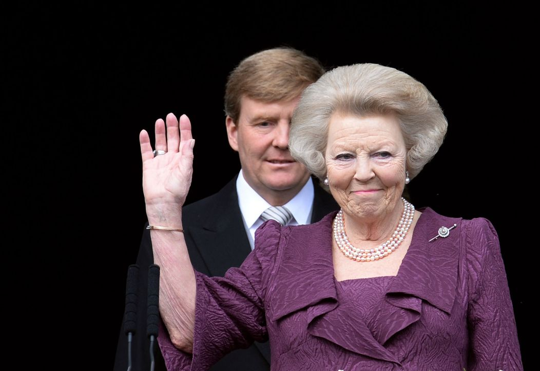 Koenig-Willem-Alexander-Prinzessin-Beatrix-13-04-30-AFP - Bildquelle: AFP