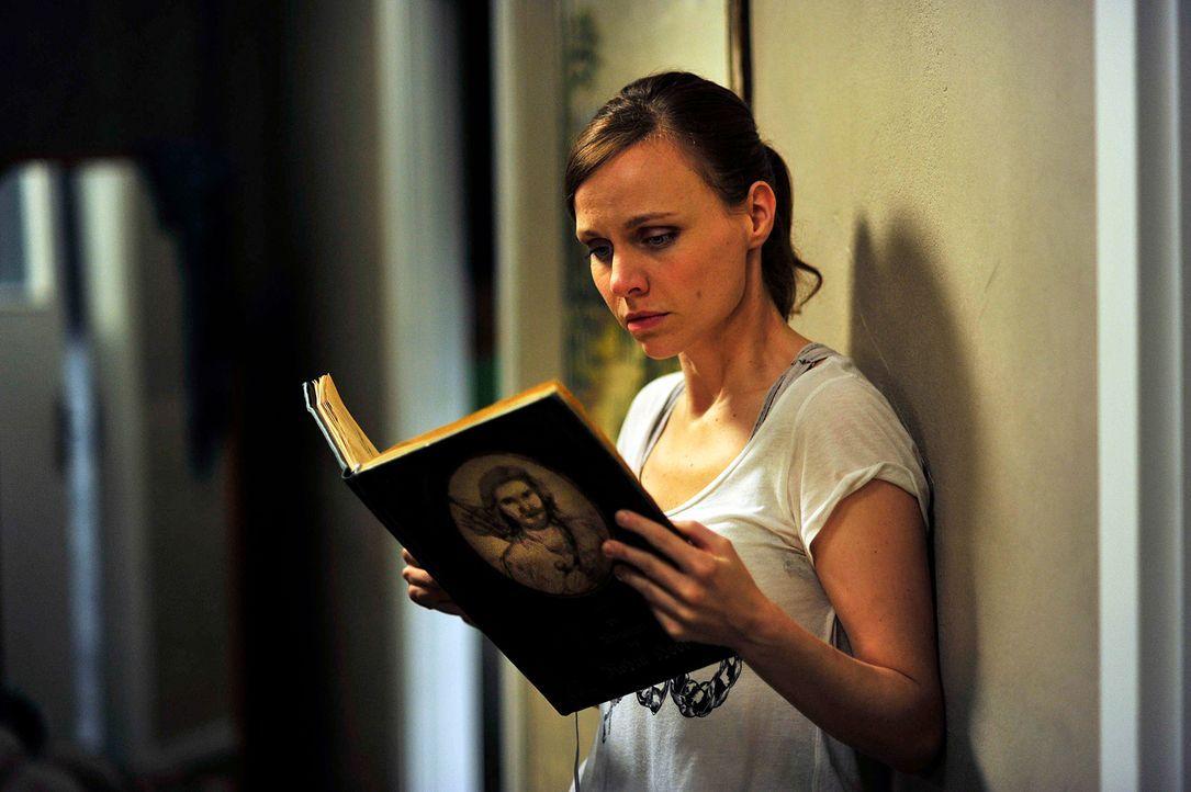 """Abend für Abend liest Marion (Nadja Becker) ihrem Sohn die Geschichten von Robin Hood vor. Ihr geht der """"Rächer der Armen und Unterdrückten"""" gewalti... - Bildquelle: Oliver Feist SAt.1"""