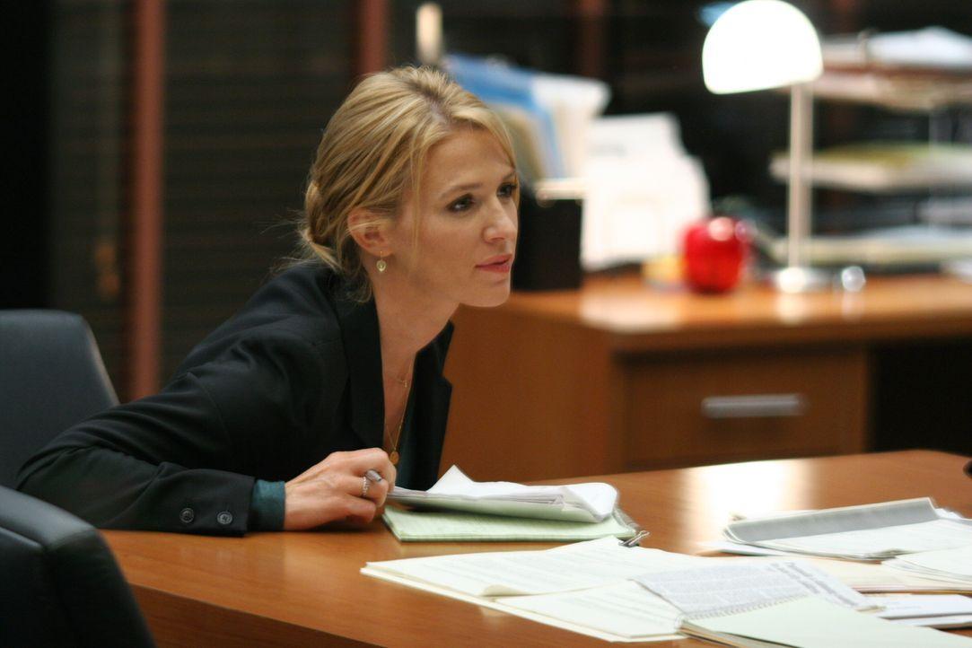 Der aktuelle Fall erweist sich als bedeutend komplizierter, als Samantha Spade (Poppy Montgomery) anfangs erwartet hatte ... - Bildquelle: Warner Bros. Entertainment Inc.