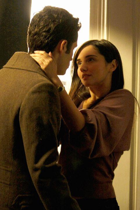 Blair will es Miss Carr (Laura Breckenridge, r.) heimzahlen und so setzt sie via Gossip Girl das Gerücht in die Welt, dass sie und Dan (Penn Badgley... - Bildquelle: Warner Brothers