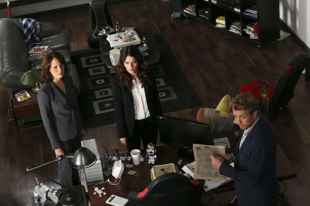 Für die Detektive Fischer (Emily Swallow, l.), Lisbon (Robin Tunney, M.) und Jane (Simon Baker, r.) steht ein neuer kniffliger Fall an. Ein High-Tec... - Bildquelle: Warner Bros. Television