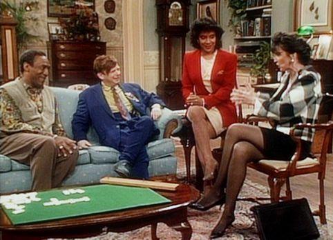 Bill Cosby Show - Cliff (Bill Cosby, l.) und Clair (Phylicia Rashad, 2.v.r.)...
