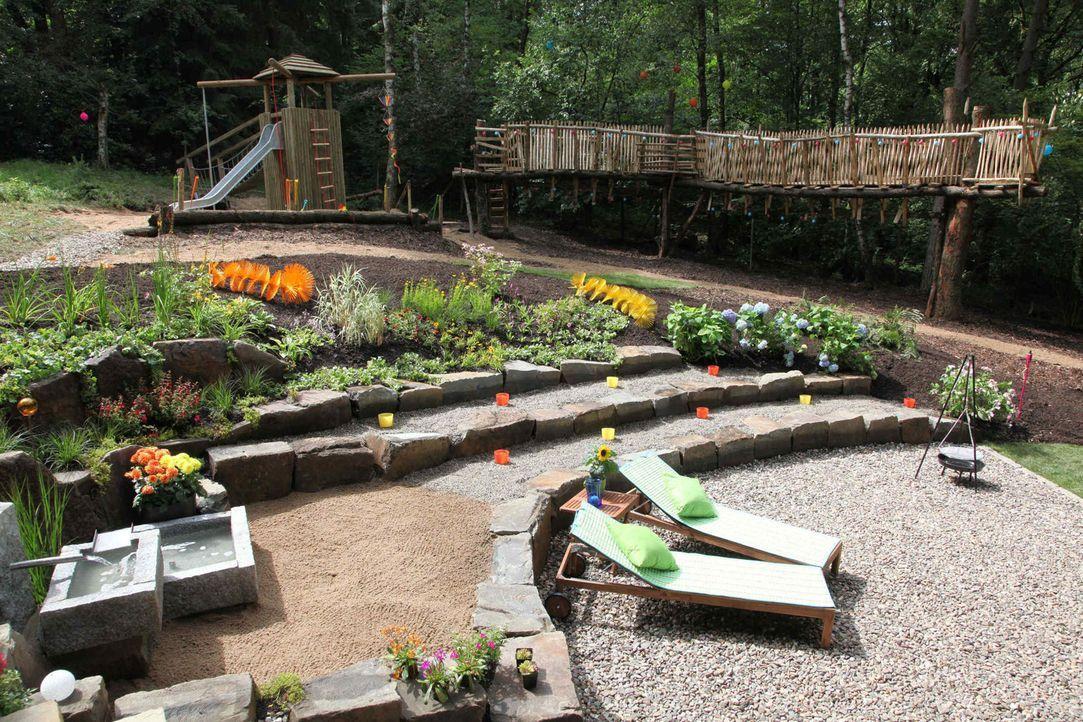 """In """"SOS Garten"""" werden die schlimmsten Gärten Deutschlands mit vereinten Kräften in ein blühendes Paradies verwandelt. - Bildquelle: SAT.1"""