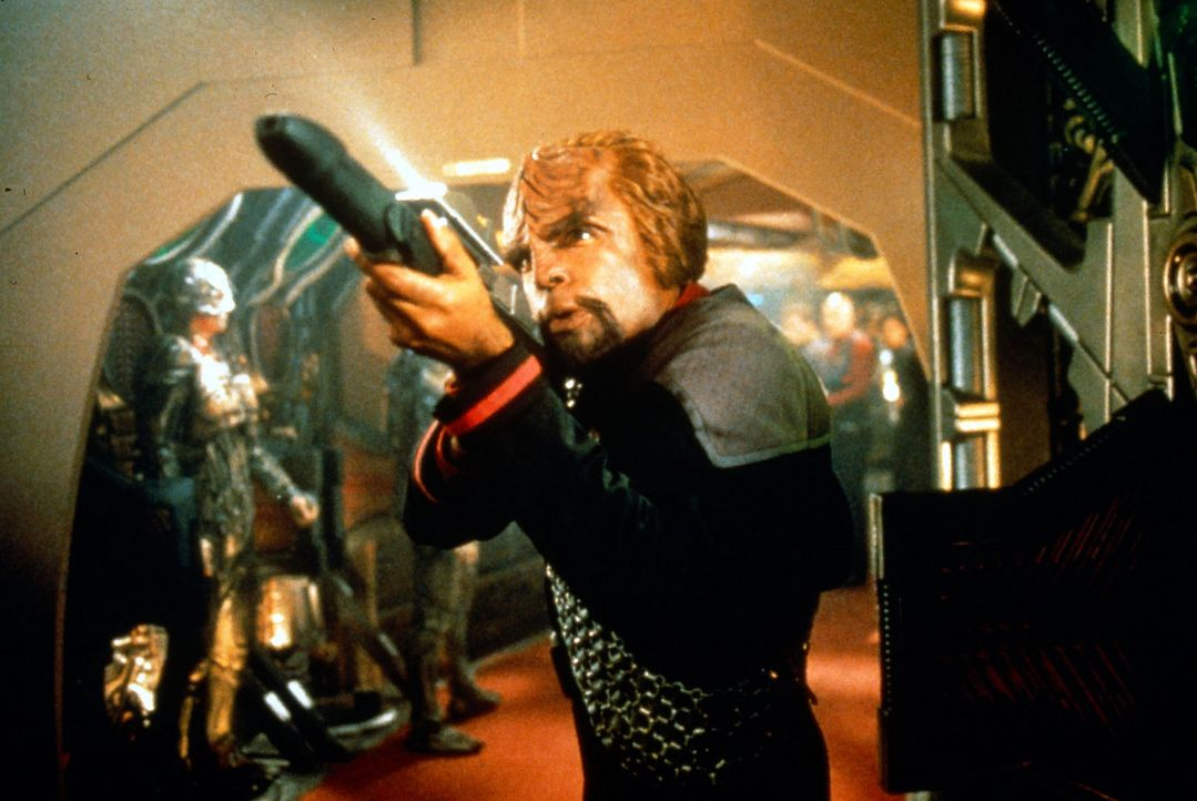 Worf (Michael Dorn) kämpft verbissen um sein Leben, während Cochrane und Riker den ersten Warp-Flug vorbereiten. Denn dieser Flug entscheidet übe... - Bildquelle: Paramount Pictures