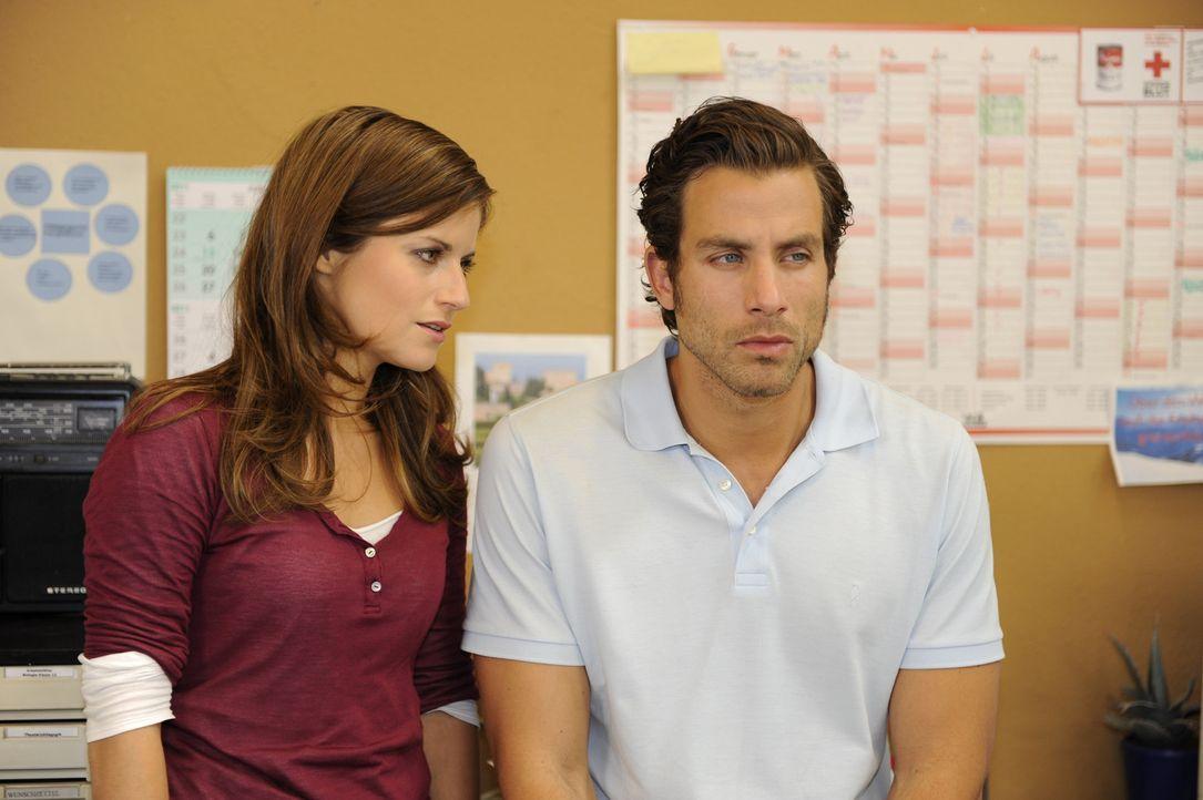 Michael (Andreas Jancke, r.) ist nach seinem Ausrutscher mit Helena hin- und hergerissen. Er redet Bea (Vanessa Jung, l.) abermals ins Gewissen: Nur... - Bildquelle: SAT.1