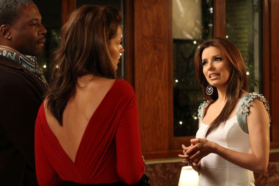 In New York trifft Gabrielle (Eva Longoria, r.) auf ihren früheren Agenten Luke (Jonathan Adams, l.) und auf ihre damalige Modelkollegin Paulina Por... - Bildquelle: ABC Studios