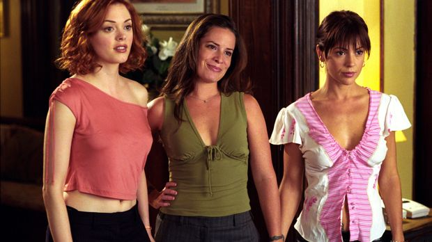 Charmed - Piper (Holly Marie Combs, M.), Phoebe (Alyssa Milano, r.) und Paige...