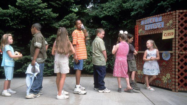 Gegen eine Gebühr von 50 Cent können die Kinder des Ortes Emily ihre Geheimni...