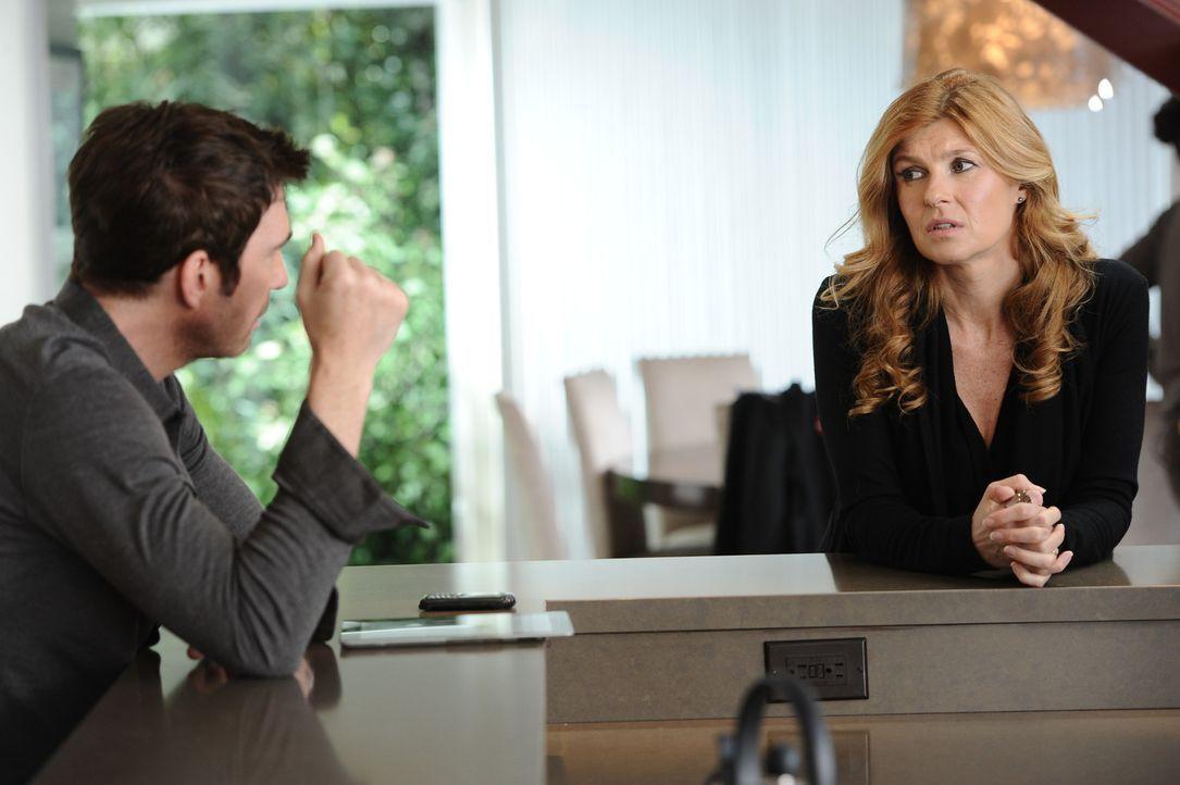 Vor neun Monaten: Vivien (Connie Britton, r.) teilt Ben (Dylan McDermott, l.) mit, dass sie ihn verlassen und nach Florida ziehen wird ... - Bildquelle: 2011 Twentieth Century Fox Film Corporation. All rights reserved.