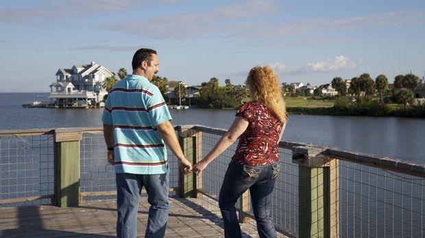 John (l.) und Desiree (r.) suchen nach einem Haus direkt am Golf von Mexiko....