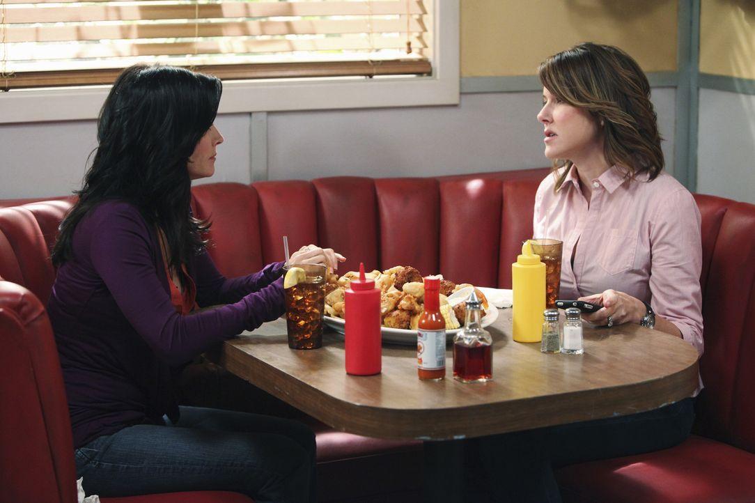 Gespräche unter Frauen: Jules (Courteney Cox, l.) und Ellie (Christa Miller, r.) ... - Bildquelle: 2009 ABC INC.