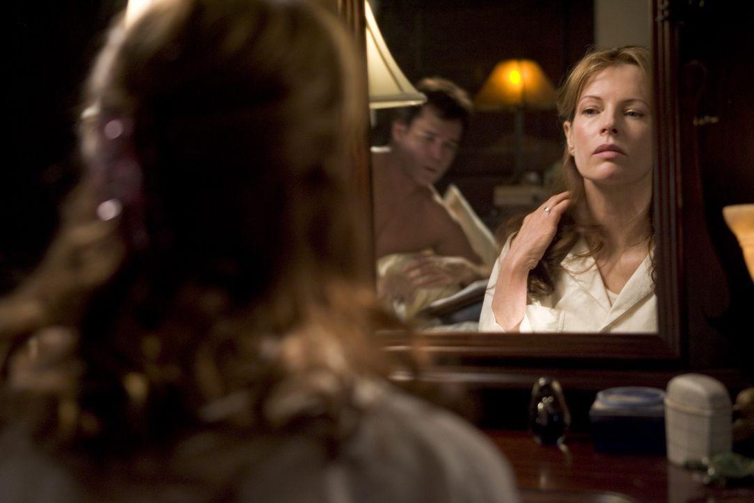 Ihrem Mann erzählt die Autorin Carol Carver (Kim Basinger), dass sie in dem nahe liegendem Café an ihrem neuen Roman schreibt, doch ihr täglicher...
