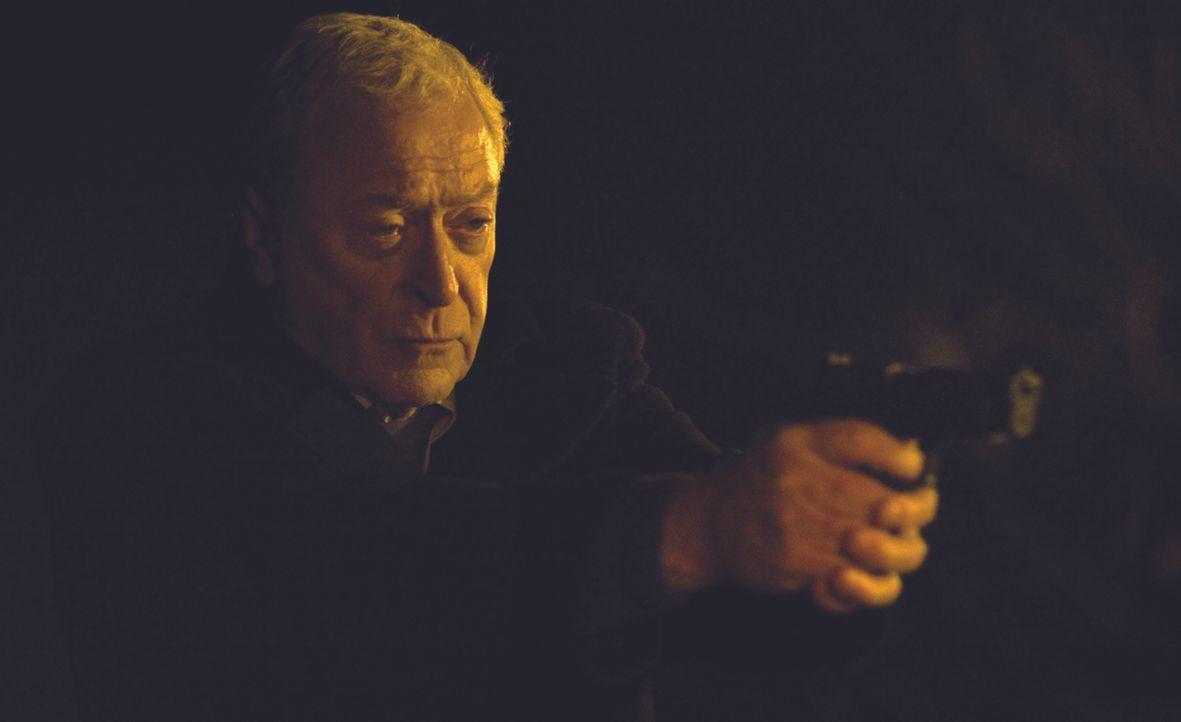 Als sein bester Freund von jugendlichen Gangstern ermordet ist, rastet Witwer und Ex-Marine Harry Brown (Michael Caine) total aus, und nimmt das Rec... - Bildquelle: Ascot Elite Home Entertainment GmbH