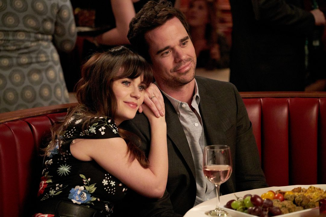 Die Beziehung zwischen Jess (Zooey Deschanel, l.) und Sam (David Walton, r.) läuft perfekt. Doch dann lernt Jess Sams besonders gute Freundin kennen... - Bildquelle: Adam Taylor 2016 Fox and its related entities.  All rights reserved.