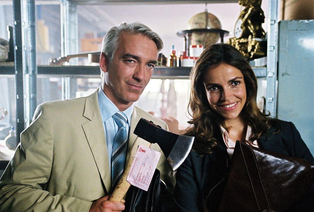 Auch Sandra (Rebecca Immanuel, r.) und Felix (Christoph M. Ohrt, l.) möchten das magische Bett sehen. Als sich die beiden zufällig in der Lagerhalle... - Bildquelle: Hardy Spitz Sat.1