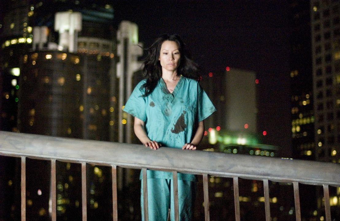 Drei Tage nachdem die Reporterin Sadie Blake (Lucy Liu) den Chef einer hedonistischen Sekte aufgesucht hat, wacht sie in einem Leichenschauhaus wied...