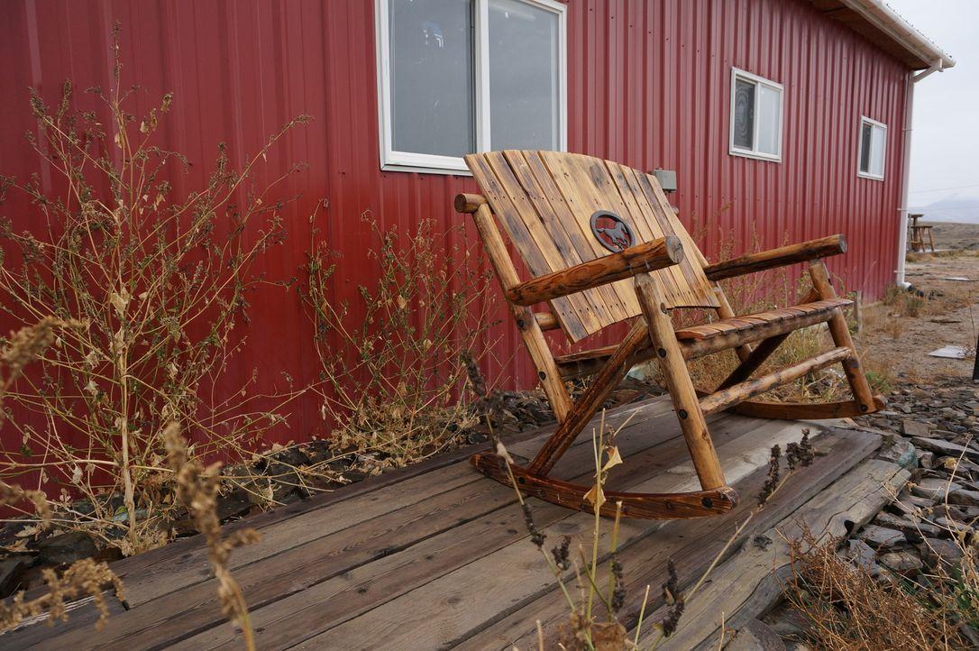 Jon und Etta Smith wollen sich mit ihrer 18 Monate alten Tochter in einer der abgelegensten Gegenden in Montana niederlassen und dort eine Ranch bau... - Bildquelle: 2016,DIY Network/Scripps Networks, LLC. All Rights Reserved.
