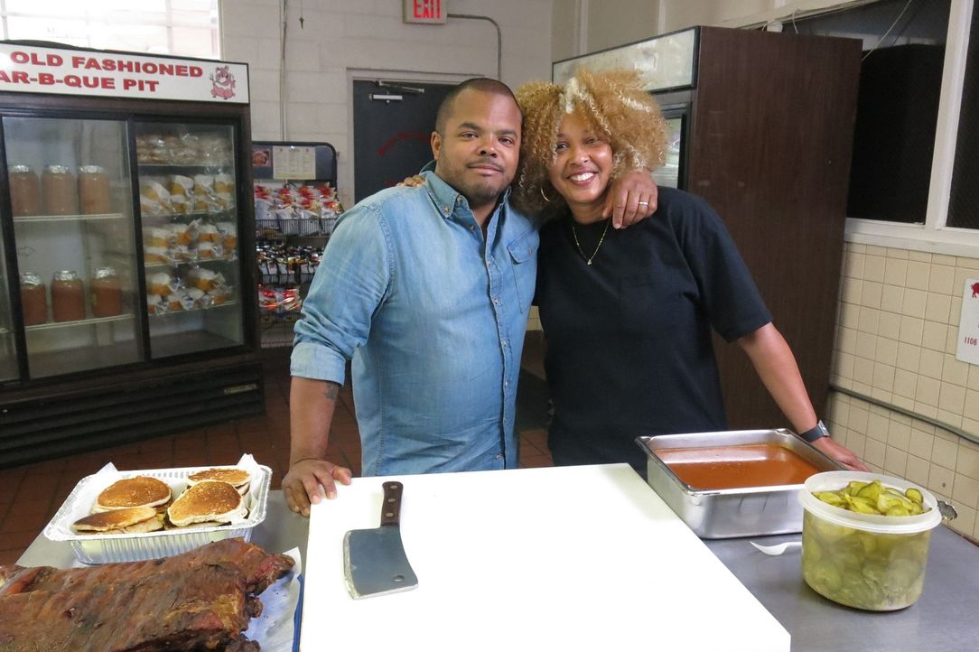 Roger Mooking (l.) - Bildquelle: 2016,Cooking Channel, LLC. All Rights Reserved.