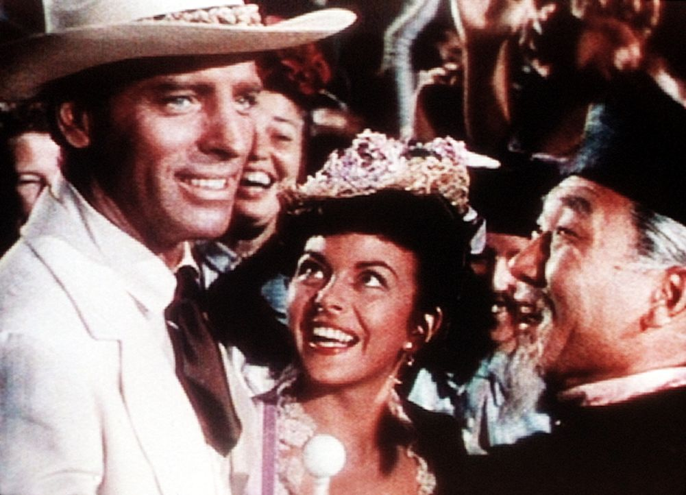 Nach mehreren Problemen lassen sich Kapitän O'Keefe (Burt Lancaster, l.) und Dalabo (Joan Rice, l.) in Hongkong endlich trauen. - Bildquelle: Warner Bros.
