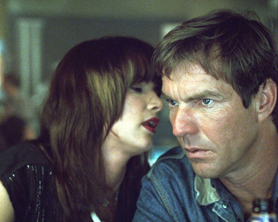 Fast zu spät erkennt Cooper (Dennis Quaid, r.), dass etwas an Rubys (Juliette Lewis, l.) Andeutungen dran ist ... - Bildquelle: Buena Vista Pictures Distribution. All Rights Reserved.