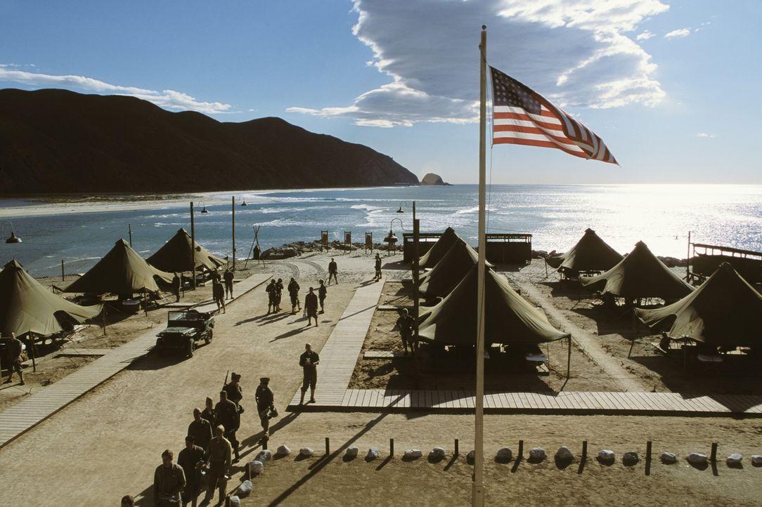 Auf dem Stützpunkt der US-Marine im Pazifik ist während des Zweiten Weltkriegs auch eine kleine Gruppe Navajo-Indianer stationiert. Die US-Army nutz... - Bildquelle: 2002 METRO-GOLDWYN-MAYER PICTURES INC.. All Rights Reserved