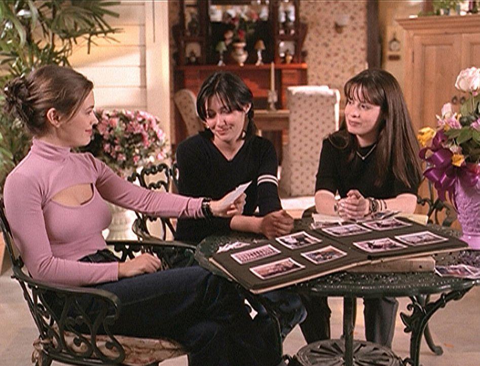 ) V.l.: Phoebe (Alyssa Milano), Prue (Shannen Doherty) und Piper (Holly Marie Combs) sind wieder glücklich in der Gegenwart angekommen. Ihr Ausflug... - Bildquelle: Paramount Pictures