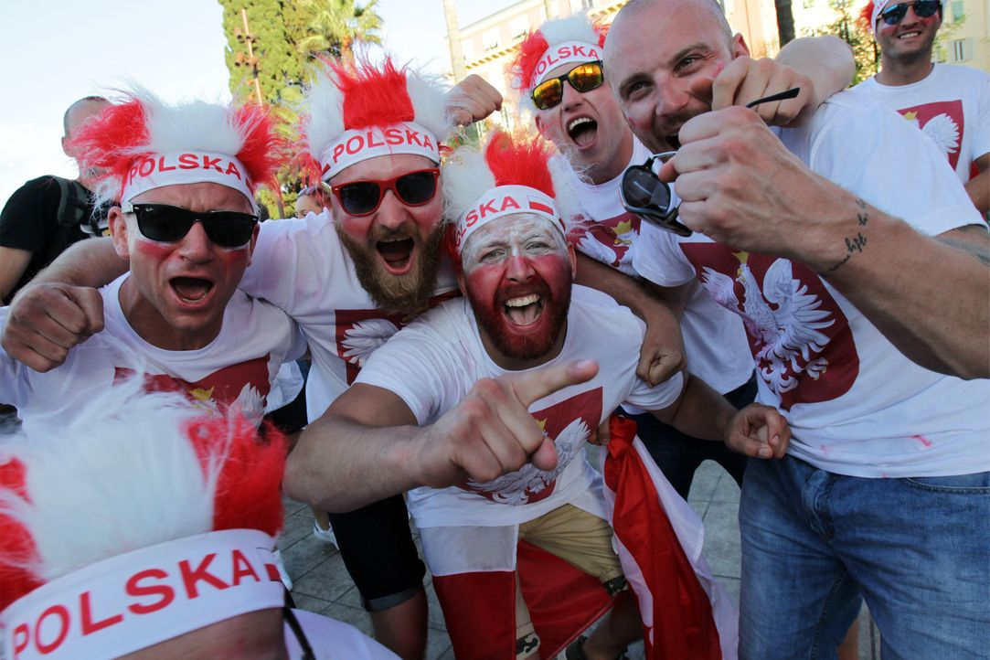 Poland supporters cheer after match_JEAN CHRISTOPHE MAGNENET_AFP