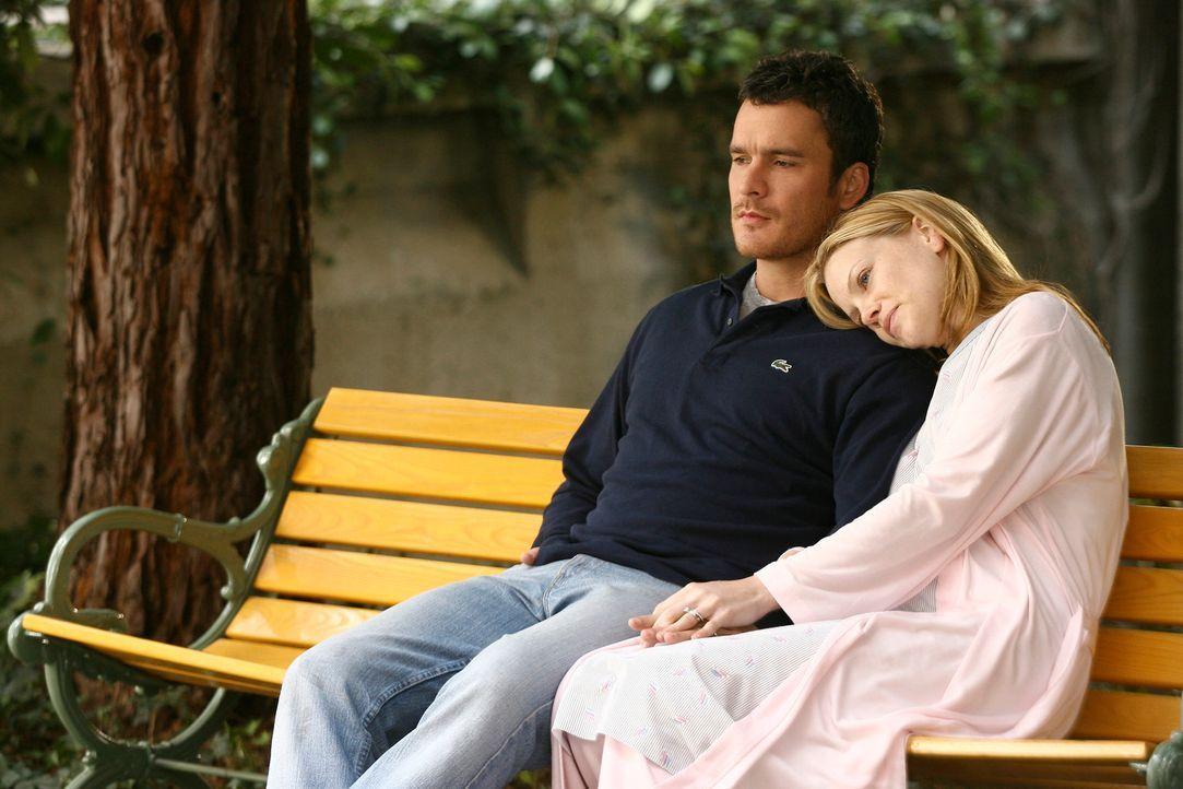 Tommy (Balthazar Getty, l.) entscheidet sich letztendlich gegen eine Transplantation und beschließt zusammen mit Julia (Sarah Jane Morris, r.), dass... - Bildquelle: Disney - ABC International Television