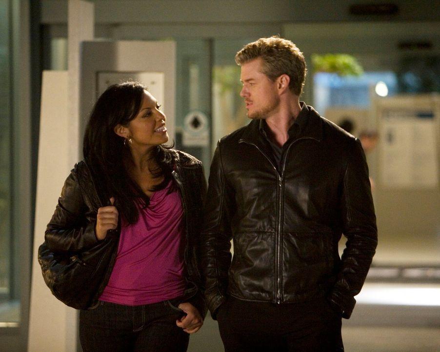 Nach einem Gespräch mit Mark (Eric Dane, r.) wird Callie (Sara Ramirez, l.) bewusst, wem ihr Herz gehört ... - Bildquelle: Touchstone Television