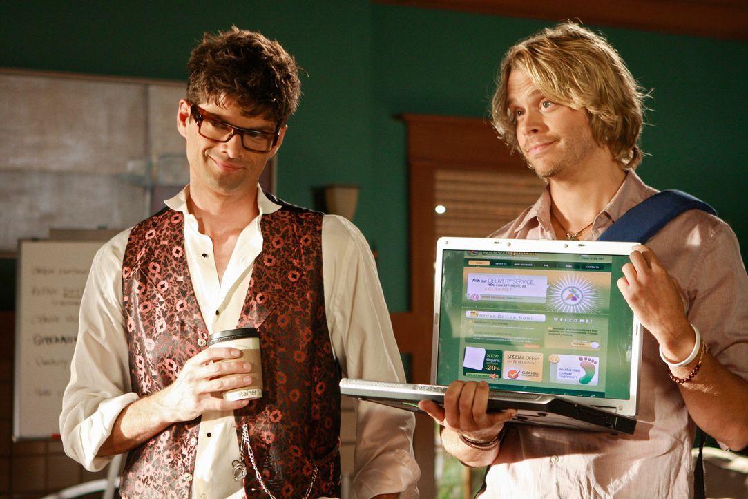 Präsentieren das Online-Geschäftsmodell ihrer Firma: Kyle DeWitt (Eric Christian Olsen, r.) und Ethan Travis (Will McCormack, l.) ... - Bildquelle: 2008 ABC INC.