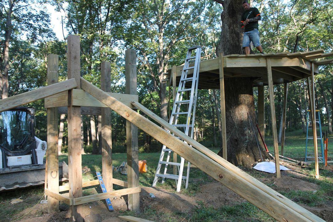 Für die Enkel und Enkelinen von Wendell und Teresa Bradley sollen zwei Baumhäuser auf dem riesigen Grundstück errichtet werden. Das Motto hierbei la... - Bildquelle: 2016,DIY Network/Scripps Networks, LLC. All Rights Reserved.
