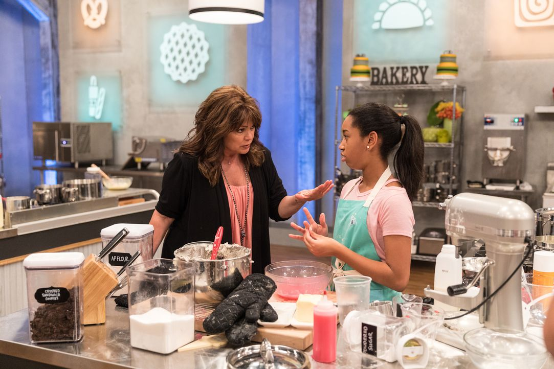 (v.l.n.r.) Valerie Bertinelli; Soleil Thomas - Bildquelle: Zack Smith 2018, Television Food Network, G.P. All Rights Reserved./Zack Smith