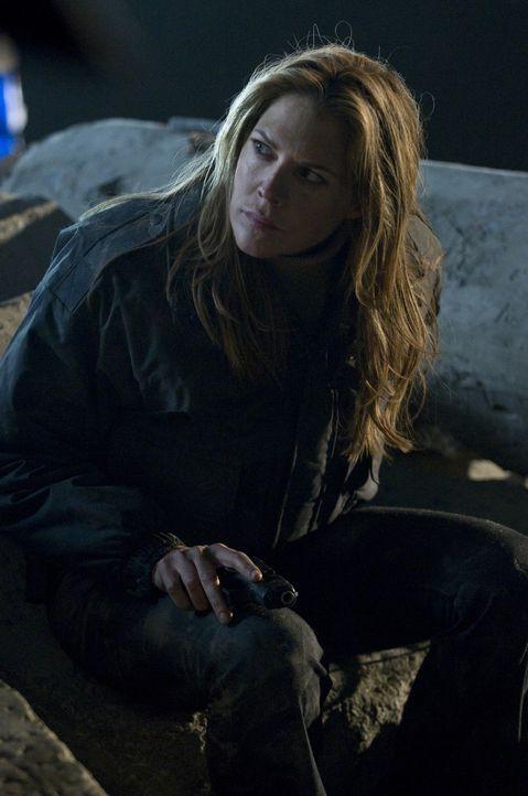 Die Nacht verbringt Mary (Mary McCormack) zusammen mit dem Ex-Soldaten Lewis. Er scheint der Erste zu sein, der ihr helfen kann, damit klar zu komme... - Bildquelle: USA Network